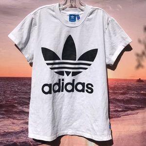 Adidas T-shirt (s)